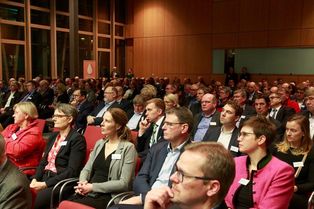 Rund 300 milchwirtschaftliche Interessierte und Fachleute kamen zum 14. Nordwestdeutschen Milchtreff in die Landesvertretung Nordrhein-Westfalen beim Bund in Berlin.