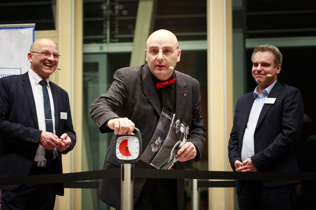 Milchtreff 2020 in Berlin. Moderator Andy Artmann und zwei Journalisten auf der Bühne