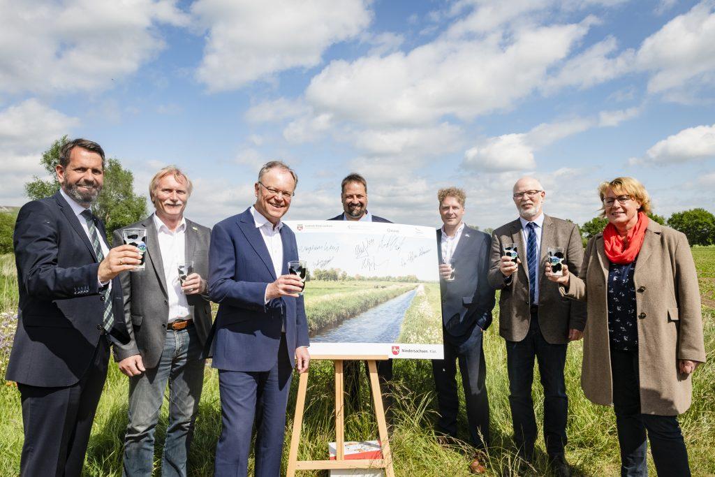 Niedersächsischer Weg, Unterzeichnung Vertrag bei Kathrin Carl, Hof Widdel