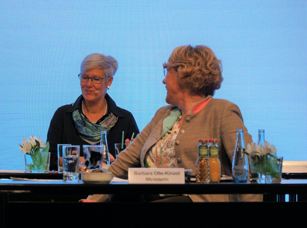 Kristine Kindler und Barbara Otte-Kinast auf der LVN-Mitgliederversammlung