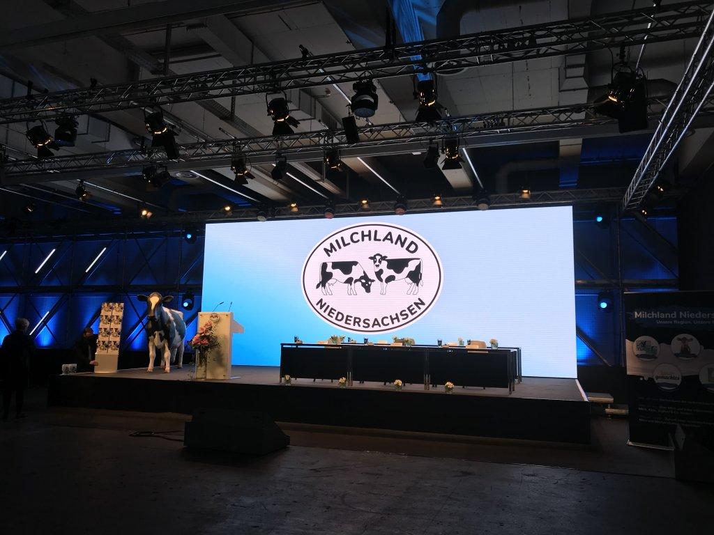 Bühne der LVN-Mitgliederversammlung im H'Up auf dem Messegelände Hannover