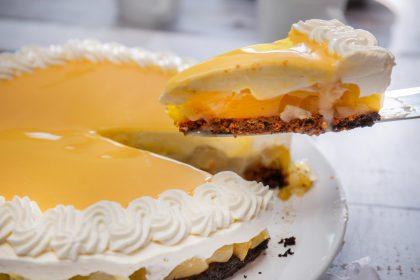 Serviervorschlag Birnen-Eierlikör-Torte