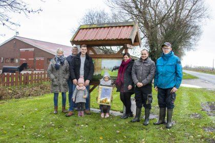 Familie Borchers mit Urkunde zu Platz 2 beim Milchlandpreis 2020
