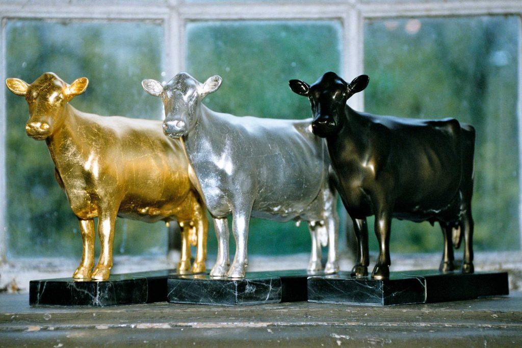 Kleine Milchlandpreis Statuen der Goldenen, Silbernen und Bronzenen Olga