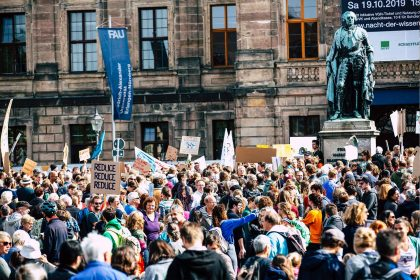 Demonstration für Klimaschutz auf Schlossplatz Erlangen