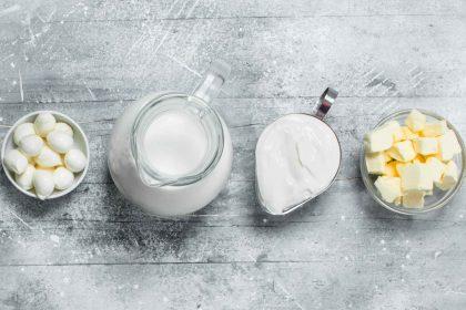 Milchprodukte aufgereiht_Foto von AdobeStock