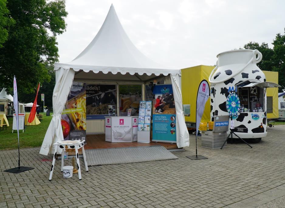 LandTageNord_mit Melkkanne und Melkgestellt ist die LVN bei der Ausstellung vertreten.
