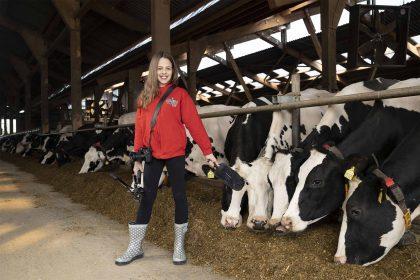 My KuhTube Kids Reporterin Vitoria stellt Fragen zum Tierwohl